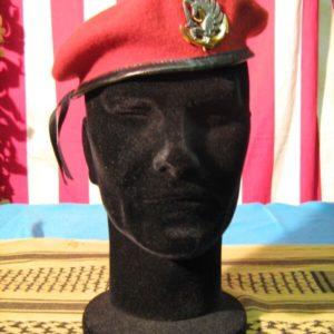 Berretto Marina Legione Straniera Basco Amaranto Special Commando Fregio reparti speciali dorato e brunito Tessuto: 100 % Lana con bordatura in pelle nera.