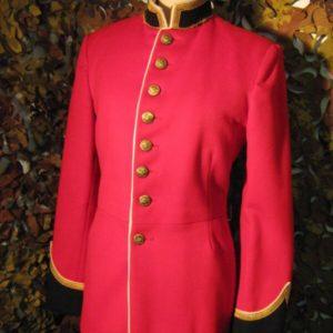 Divisa rossa Guardie Canadesi Panno Rosso Collo tipo coreano dorato e nero Bottoni Dorati con logo e scritta Air Cadets Canada (otto bottoni frontali)