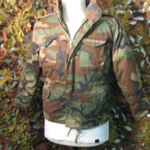Giacca Mimetica Field Jacket WoodLand M65 U.S. 65% Polyestere, 35% Cotone Cerniera principale rinforzata nascosta Lacci finali per regolazione