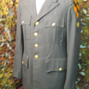 Giacca Divisa Elegante Verde vietnam con patches Coat Man's Army Green Major Coat Co. Inc. Giacca appartenente a divisa Statunitense U.S. Army 1982