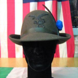 Cappello Alpino Originale Militare Da Truppa da Alpino Da Truppa Pelo di coniglio Verde oliva Fregio Alpino in plastica nera.