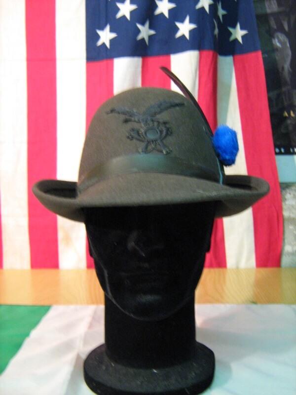 Cappello Alpino Originale Militare Da Truppa da Alpino Da Truppa Pelo di  coniglio Verde oliva Fregio e18b97ecf18d