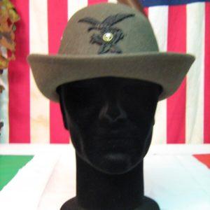 Cappello Alpino Da Truppa ParacaduOriginale Militare Da Truppa Paracadutista tista Pelo di coniglio Verde Oliva Quattro fori di areazione sui lati.